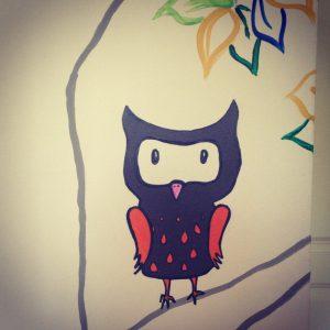 RojoSillon_Mural Infantil Pared_Buho y arbol_26