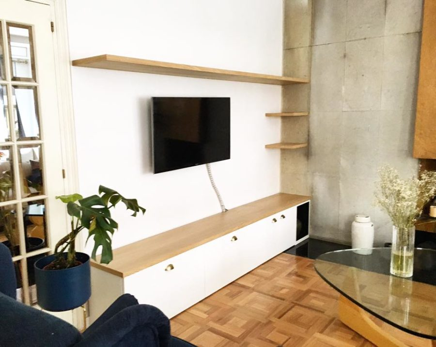 mobiliario salon hecho a medida lacado y roble