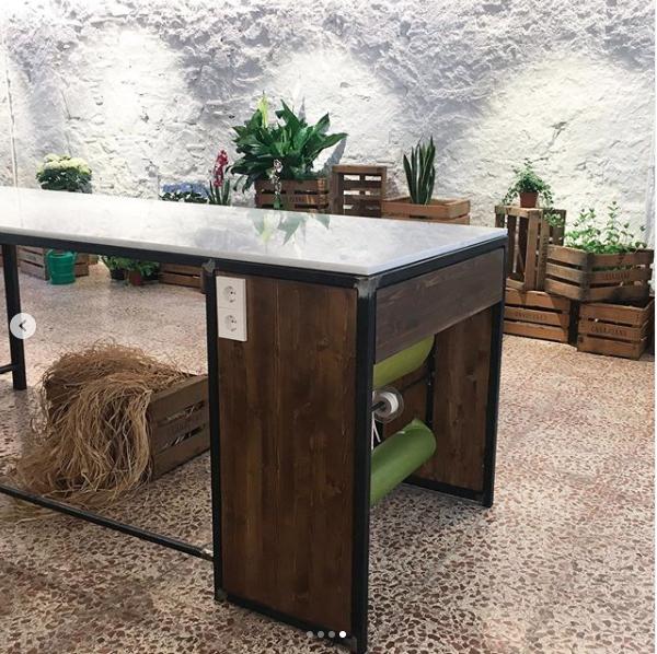 mobiliario a medida hierro y marmol madera a medida rojosillon